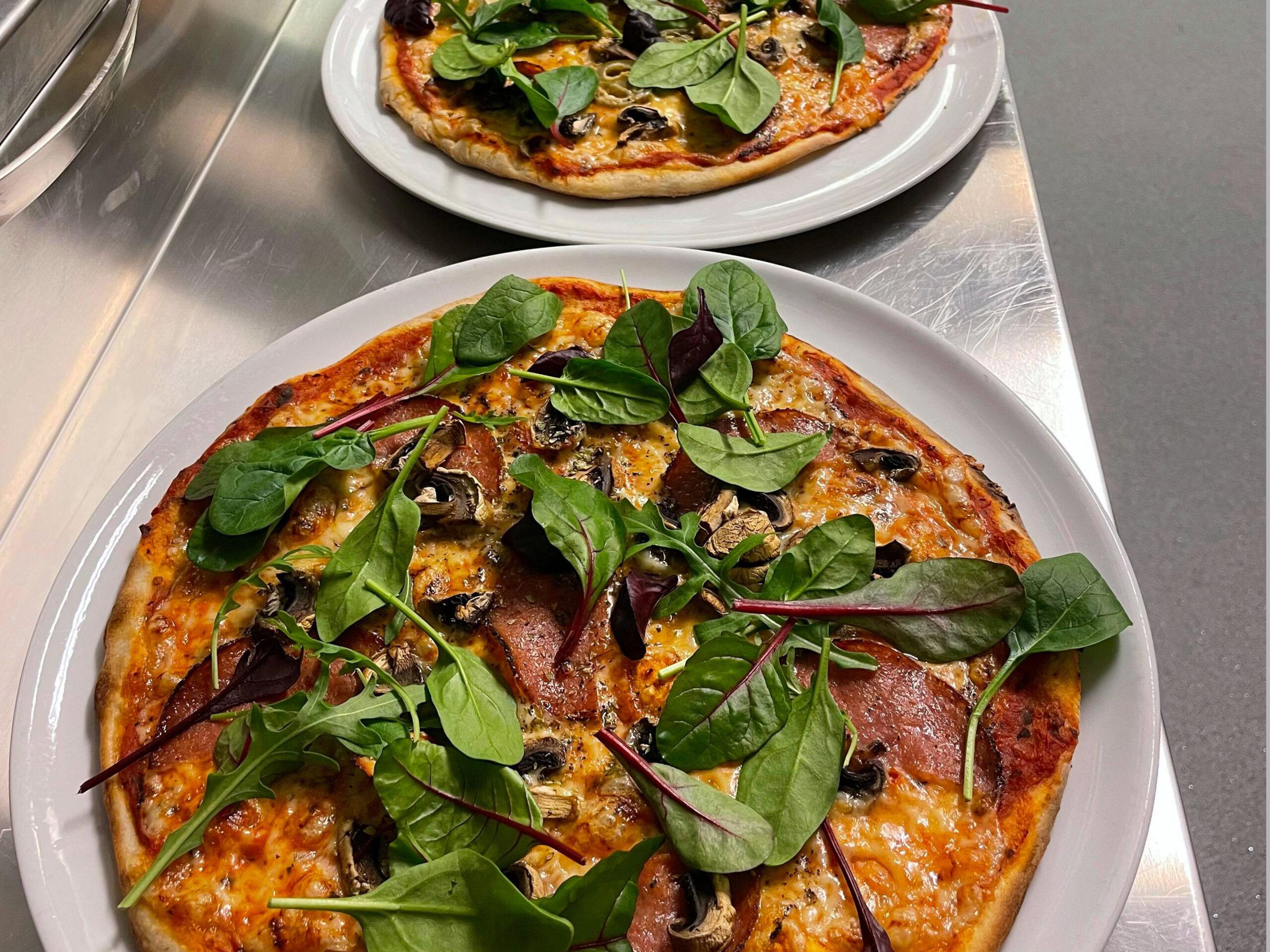 Pizza med grönt